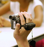 Hand_holding_camera