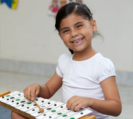 small-girl-with-xylophone